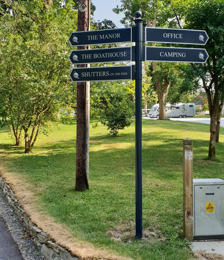 Dromquina Manor Fingerposts